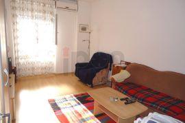 Centar,  2S-KL stan u visokom prizemlju na traženoj lokaciji !!!, Rijeka, Stan