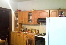Krimeja, mala kućica sa terasom, Rijeka, Σπίτι