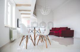 Centar, stan sa galerijom površine 51 m2 u samom centru grada, Rijeka, Apartamento