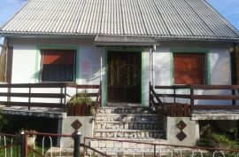 Lič, kuća površine 100 m2, velika okućnica, Fužine, Дом