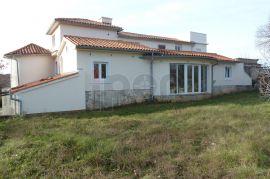 Dobrinj, lijepo razvedena samostojeća kuća sa 4 stana, Dobrinj, Famiglia