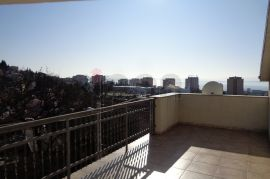 G.Vežica, uređena samostojeća kuća sa 3 stana i garažom !, Rijeka, House