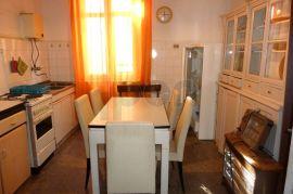 Centar, stan 3S-KL za adaptaciju sa lijepim pogledom, Rijeka, Apartamento