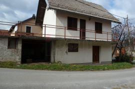 Lukovdol, useljiva vikendica sa terasom i garažom + 1757m zemljišta, Vrbovsko, بيت