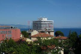 Opatija, gospodski stan u stambenoj vili, pogled, dva balkona, parking!, Opatija, Flat