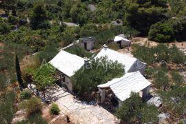 Splitska Stražišće kamene kuće 175 m2 na 20000 m2 TOP PONUDA, Supetar, Famiglia