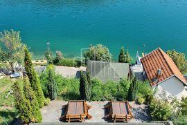 Prodaja apartmanska kuća sa plažom Jablaničko Jezero, Kuća