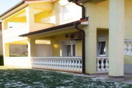 Prizemlje kuće s dva stana blizu mora, Fažana, Fažana, Famiglia