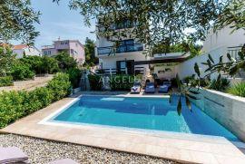 Čiovo, Okrug - kuća za odmor sa bazenom i pogledom na more, 290 m2, Okrug, Kuća