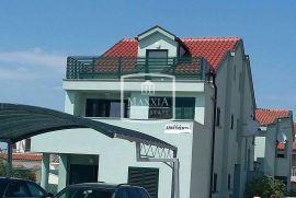 Zaton - kuća 362m2 sa 360m2 okućnice, 6 apartmana, prilika!! 750000€, Nin, Дом