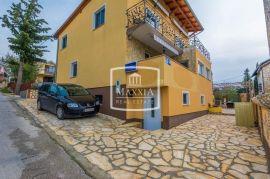 Karin Gornji - kuća 4 apartmana 280m2 uhodana turistička djelatnost! 230000€, Obrovac, Kuća