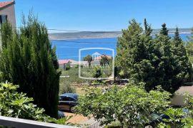 Starigrad - katnica 130m2 sa uređenom okućnicom i pogledom na more! 149000€, Starigrad, Maison