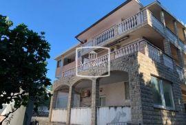 Starigrad - kuća 247m2 sa 3+1 apartmana! 170000€, Starigrad, Maison