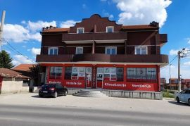 Lokal na glavnom putu Surcin-Ledine, Novi Beograd, Propiedad comercial