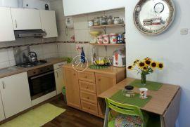Kuća sa garsonijerom od 29 i 1SKL od 32 m2 te dvorištem, Rijeka, House
