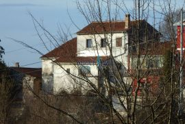 OBADI (zaleđe Matulja) - Dvije starine za adaptaciju i zemljište od 1560 m2, Matulji, Kuća