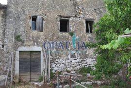 LOVRAN - DOBREĆ kamena starina na jako lijepoj lokaciji, Lovran, Kuća