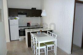 Centar, novouređeni stan za najam s malom terasom, blizina raznih sadržaja!, Rijeka, Διαμέρισμα