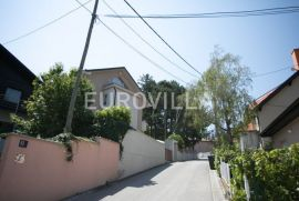 Gračani, prekrasna obiteljska kuća 400 m2 na zemljištu površine 871 m2, Zagreb, Maison