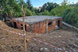SAMO U NAŠOJ PONUDI, Započeta gradnja kuća sa 2 stana sa garažama, građevinska dozvola, Rijeka, Kuća