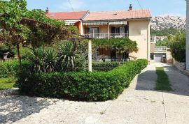 Kuća s garažom i okućnicom na atraktivnoj lokaciji u Gradu Pagu, Pag, Σπίτι