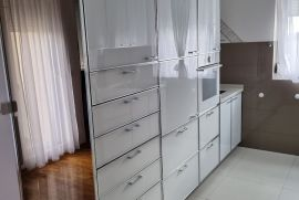 Izdajem namešten stan - dupleks, u Beogradu, Voždovac, Voždovac, Stan