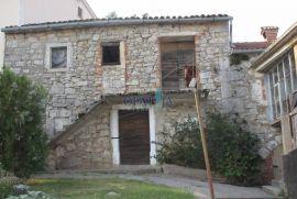 Matulji okolica- starina 150 m2 stambenog prostora i okućnica, Matulji, House