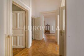 Centar višesoban građanski stan na prvom katu 250m2, Zagreb, Stan