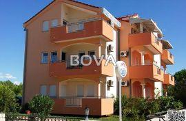 Zgrada sa partmanima 470 m2 – Vrsi *9 apartmana*  (ID-2068), Nin, House