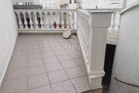 CRIKVENICA, kuća u nizu u samom centru grada, Crikvenica, Дом