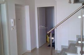 ATRAKTIVNO!!! Luksuzan dvoetažni apartman u Novalji, Novalja, شقة
