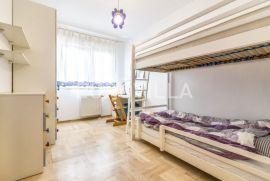 Vrhovec, prostrani trosoban stan 112 m2, Zagreb, Wohnung