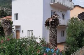 Kuca na moru 150m2 sa placem, Herceg Novi, Дом