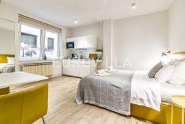 Nova ves, trosoban stan na 1. katu podijeljen u dva apartmana, Zagreb, Apartamento