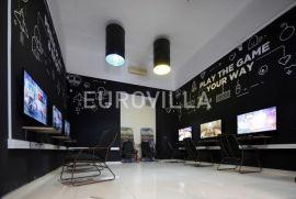 Zrinjevac, ulični poslovni prostor 90 m2 unutar pješačke zone, Zagreb, Коммерческая недвижимость
