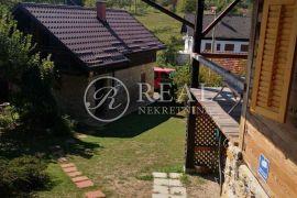 Obiteljsko imanje u Severinu na kupi,2 kuće, mali apartman i 3 gospodarska objekta, Vrbovsko, بيت