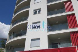 Martinkovac, novogradnja, odmah useljiv 3S+DB, lođa, lift, garažni parking, Rijeka, Appartment