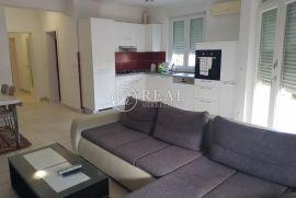 HOSTI, 2S+DB od 67 m2, kvalitetna zgrada, okućnica i parking, Rijeka, Wohnung