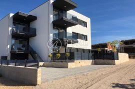 Apartman 64 m2, 2S + DB, Novalja, Novalja, Stan