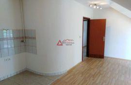 PRILIKA    VOLTINO, noviji 3-s,dvoetaž.,3.kat cca 80m2+ PM,dvorište, Zagreb, Appartment