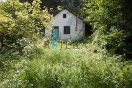 Vrbovsko, okolica - ruševna kuća s velikom okućnicom, Vrbovsko, Σπίτι