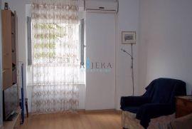 Rijeka, centar, stan ili PP 43,6 m2 na visokom prizemlju, Rijeka, Stan