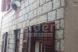 Rab, stari grad, kamena kuća sa terasom na krovu, Rab, House