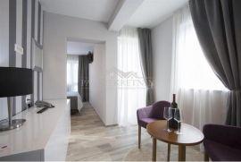 Hotel sa četiri zvjezdice i kuća sa šest apartmana u Gradu Pagu, Pag, Propriété commerciale