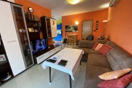 Kuća sa 2 stana na samo 90m od mora, Obrovac, Maison