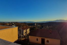 Kuća: Gornja Drenova, 300.00 m2 sa okućnicom i panoramskim pogledom, Rijeka, Casa