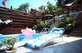 Villa sa bazenom Lovran, 360.00 m2, 465.000 eura!, Lovran, Casa