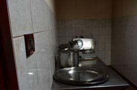 Prodaje se kuća u centru Viškova-poslovni prostor, opremljeno!, Viškovo, Casa