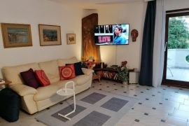 IZVRSNO - Pantovčak, blizina Britanca, katnica, dva stana+ garaža+ vrt, Zagreb, Casa