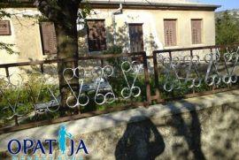 RIJEKA: PRILIKA... STARINA....VELIKA OKUĆNICA.... IMA POTENCIJALA, Rijeka, Kuća